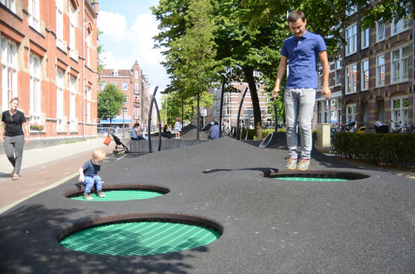 Дитяча ігрова зона Potgieterstraat від «Carve Landscape Architecture» Амстердам, Голандія. Площа —1500м. кв.