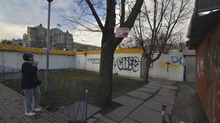 Ділянка за МАФами була небезпечною та брудною / Відновлення скверу №3 на Контрактовій площі
