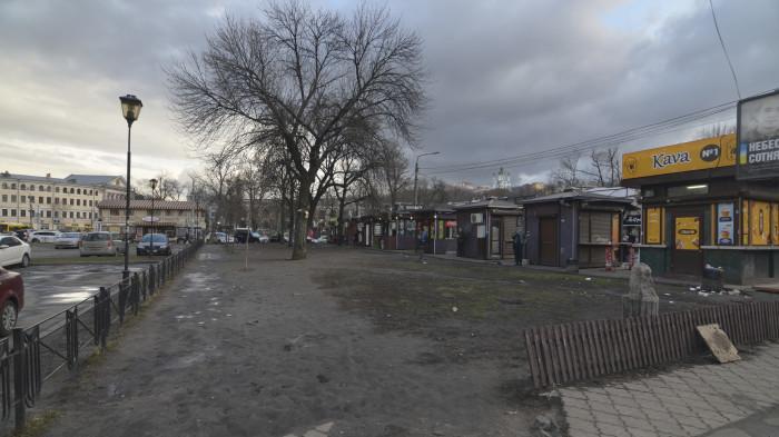 Територія за МАФами була занедбаною / Відновлення скверу №3 на Контрактовій площі