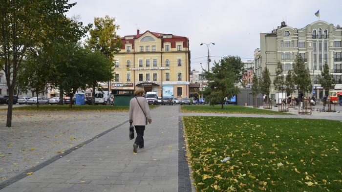 Оновлені пішохідні доріжки / Відновлення скверу №3 на Контрактовій площі