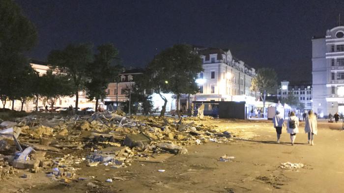 Процес демонтажу МАФів / Відновлення скверу №3 на Контрактовій площі