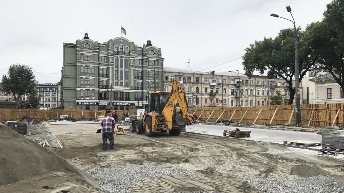 Укладання нового мостіння / Відновлення скверу №3 на Контрактовій площі