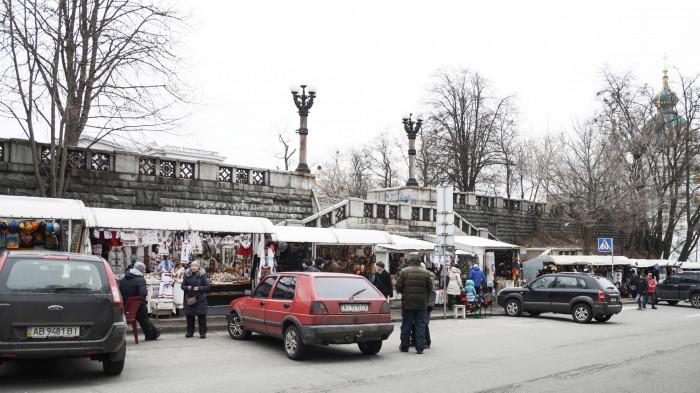 Центральні сходи з вул. Володимирської були повністю заставлені МАФами / Відновлення Старокиївської гори