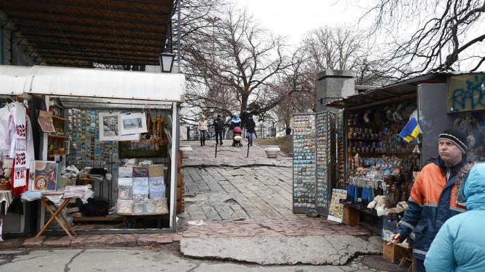 Вхід на територію / Відновлення Старокиївської гори