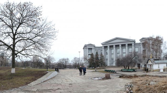 Простір перед музеєм до реконструкції / Відновлення Старокиївської гори