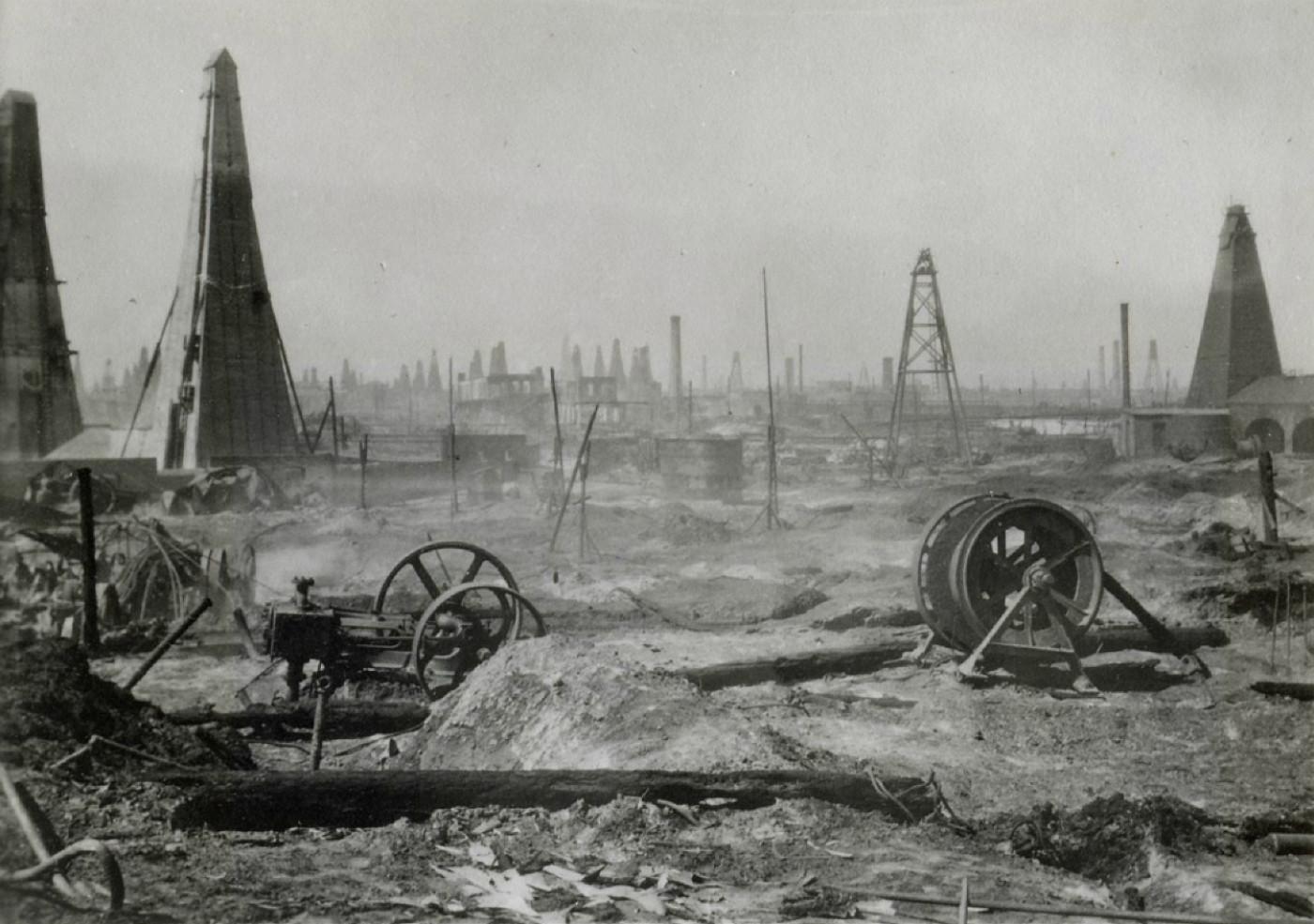 На території розміщувалось нафтове виробництво братів Нобель / Парк розваг з зоопарком на території озера Беюк-Шор