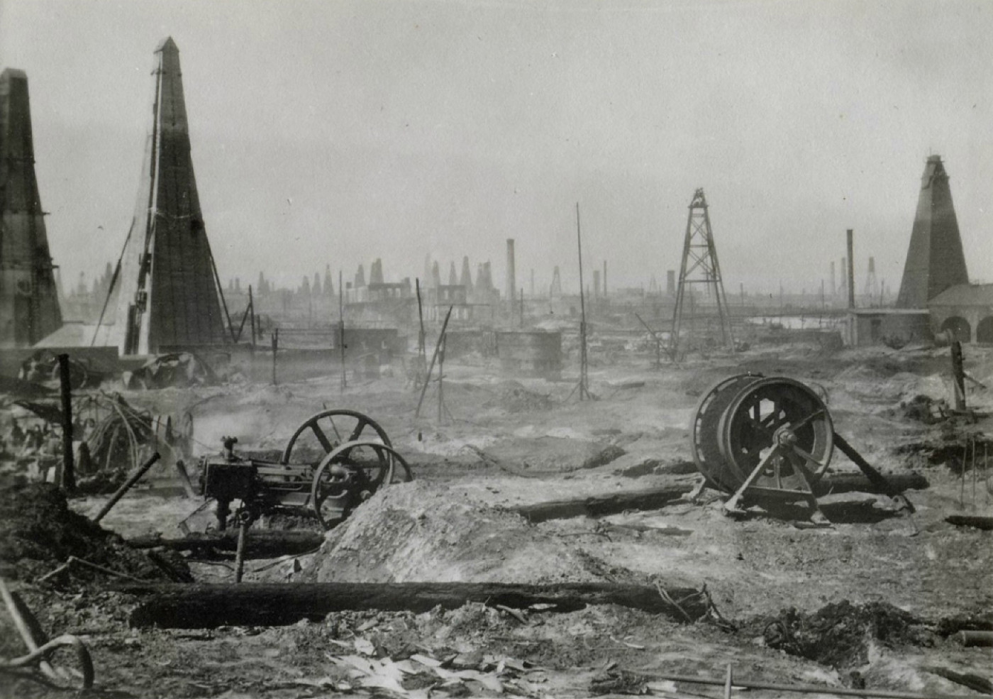 On the territory there was the Nobel brothers' oil production / Residential area on the territory of Boyukshor lake