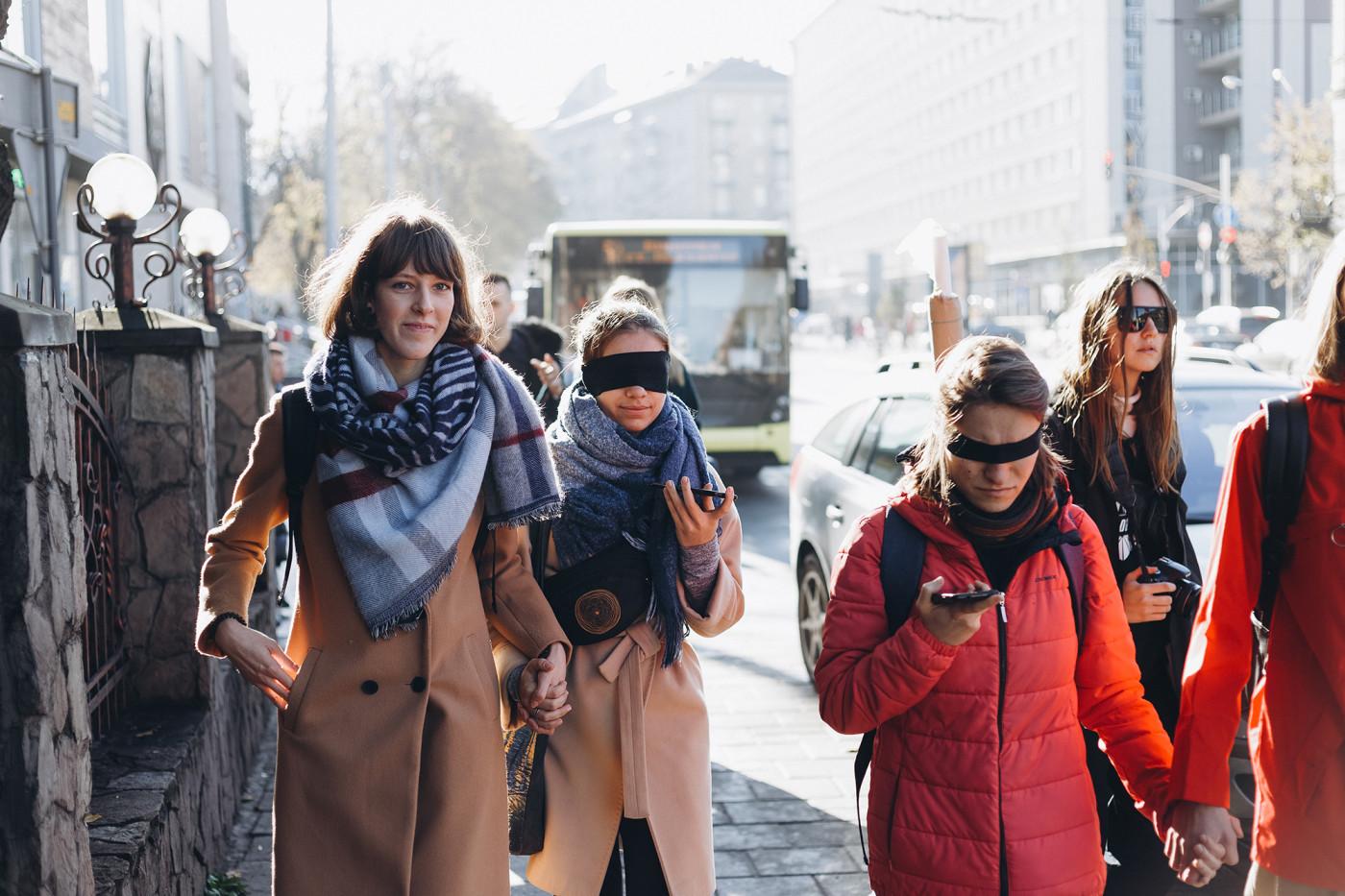 Учасники відчувають Львів із заплющеними очима